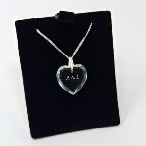 initiales couples gravé dans pendnetif coeur
